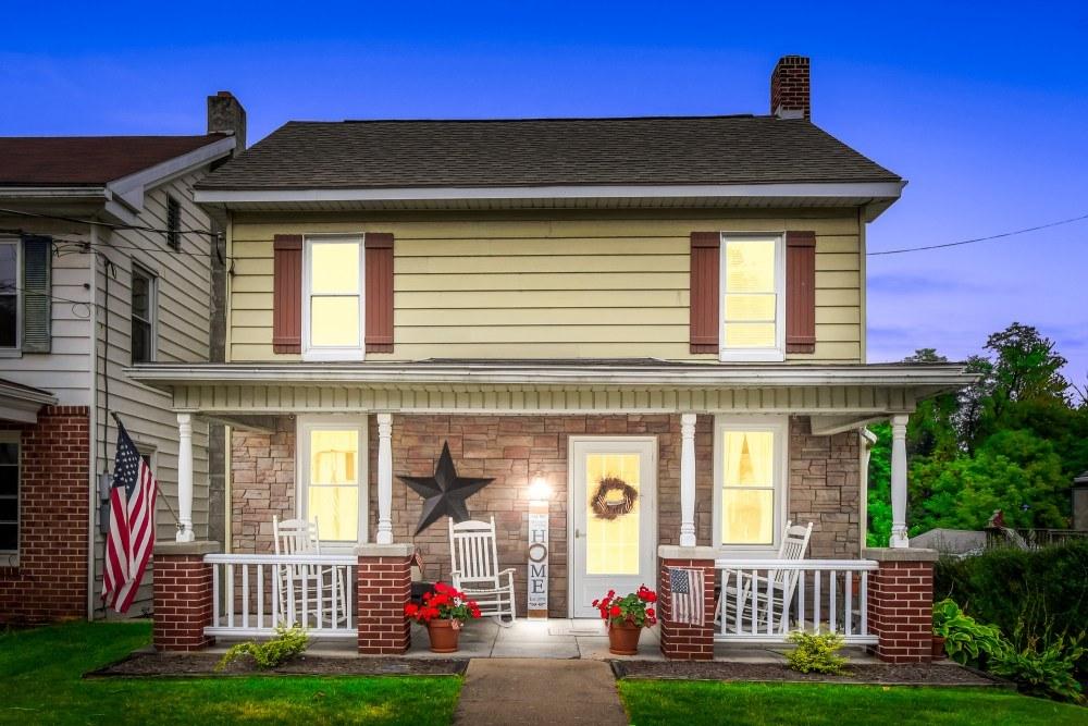 82 Main St, Yorkana, PA 17402